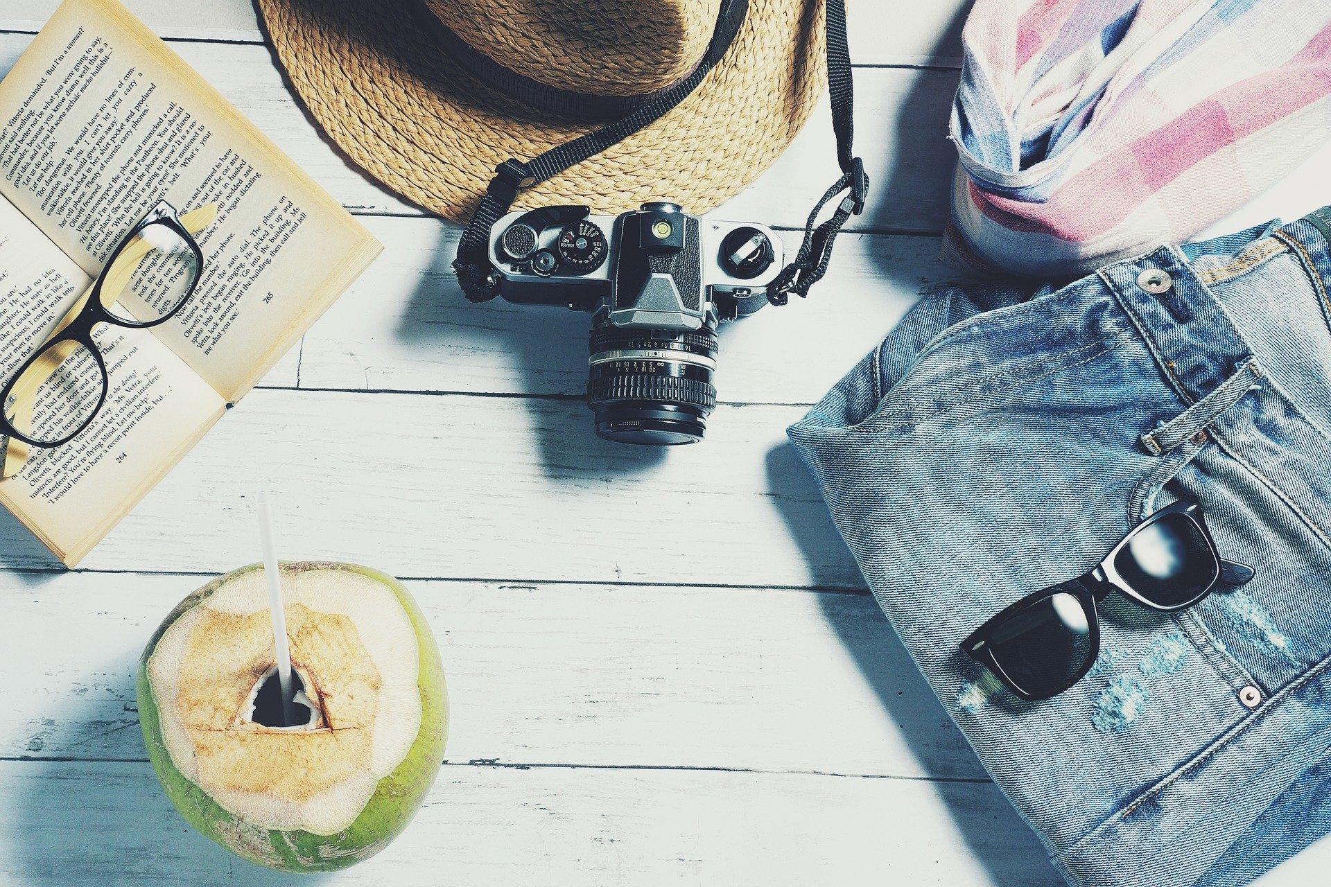Viagem, óculos, câmera, chapéu